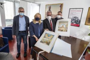 Da sinistra Domenicucci, Tinazzi, Paolini, Bartoli con le stampe di Mario Logli