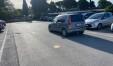 Un'automobille condotta da una donna procede contromano- nel parcheggio San Decenzio è la normalità