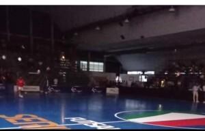 Il blackout di ieri sera al Pala Nino Pizza