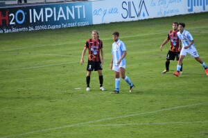 Niccolò Gucci marcato da Bellich, rispettivamente autori del terzo e del primo gol dell'1-2 di giornata